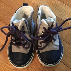 Old navy lined high tops size 5